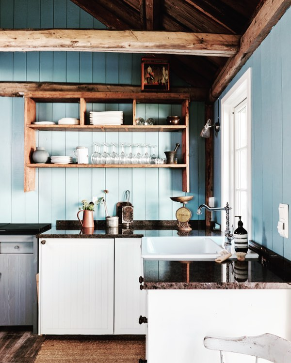 Classic Rustic Style Wooden Shelves For Keeping Utensils