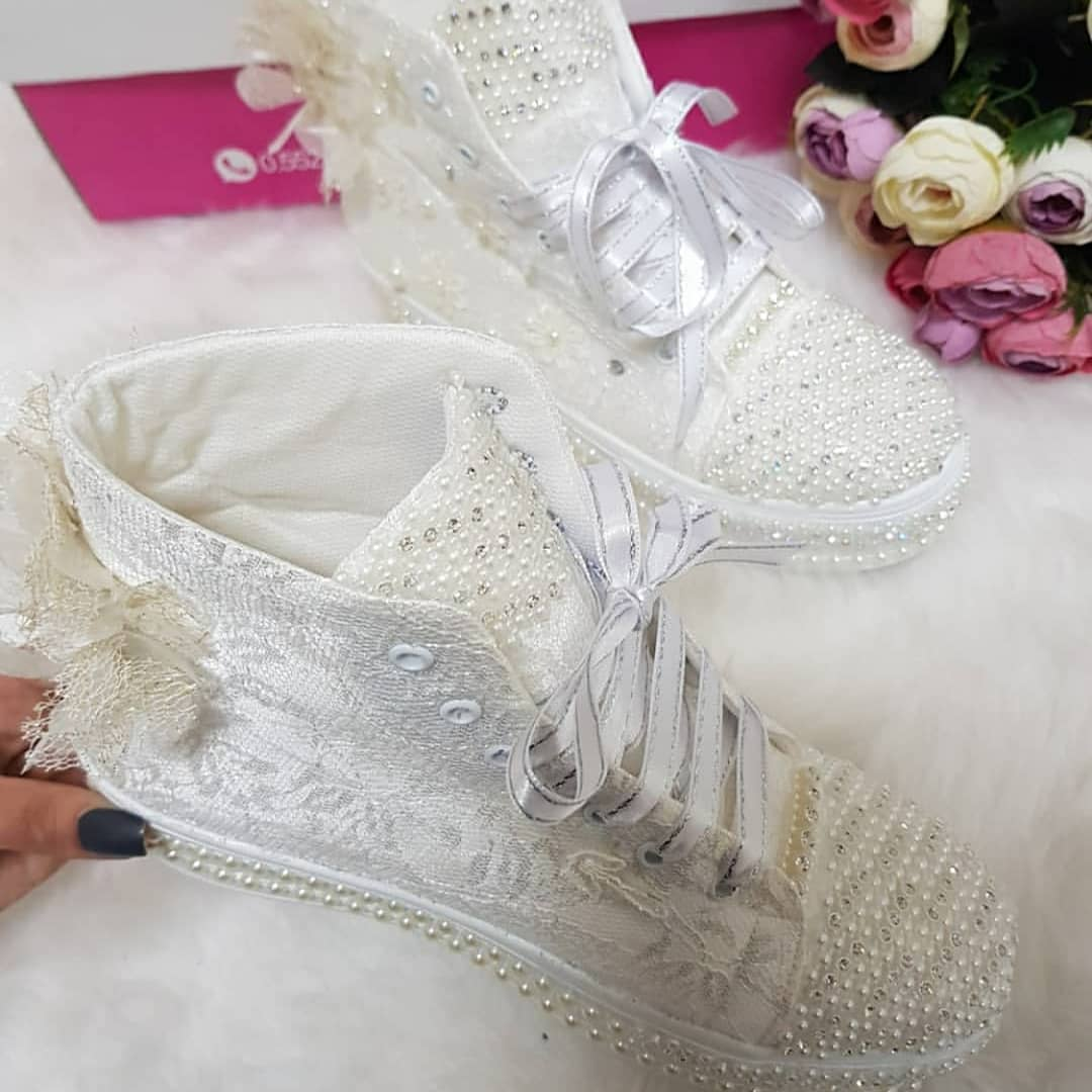 Cool Lace Shoes With Lovely Pearl and Flower Accessories