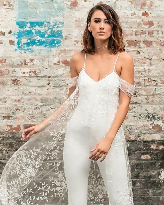 Creative Wedding Jumpsuit Idea For Summer Wedding