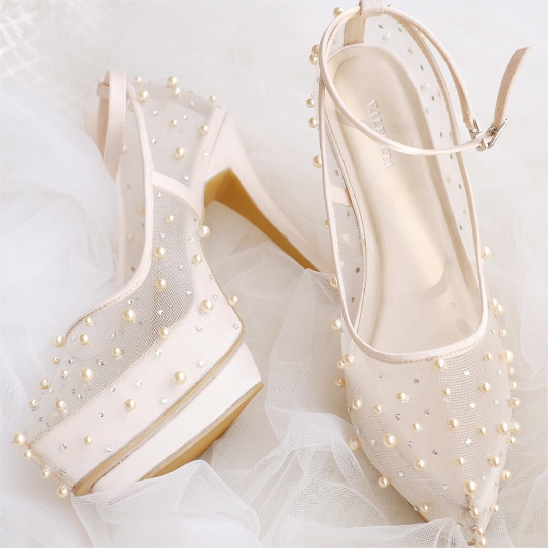 Cute Wedding Shoes With Lovely Pearls