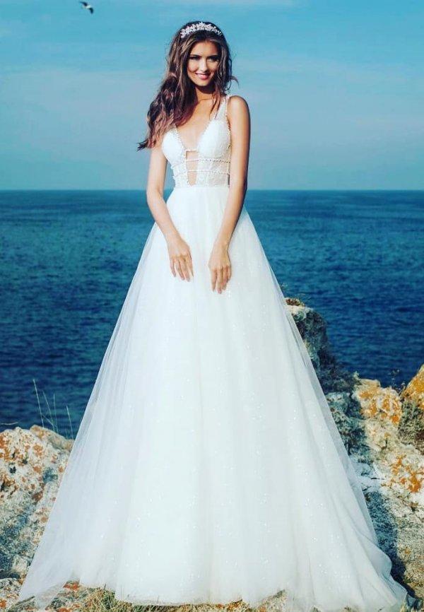 Exclusive Fluffy Wedding Dress In Fog White Shade