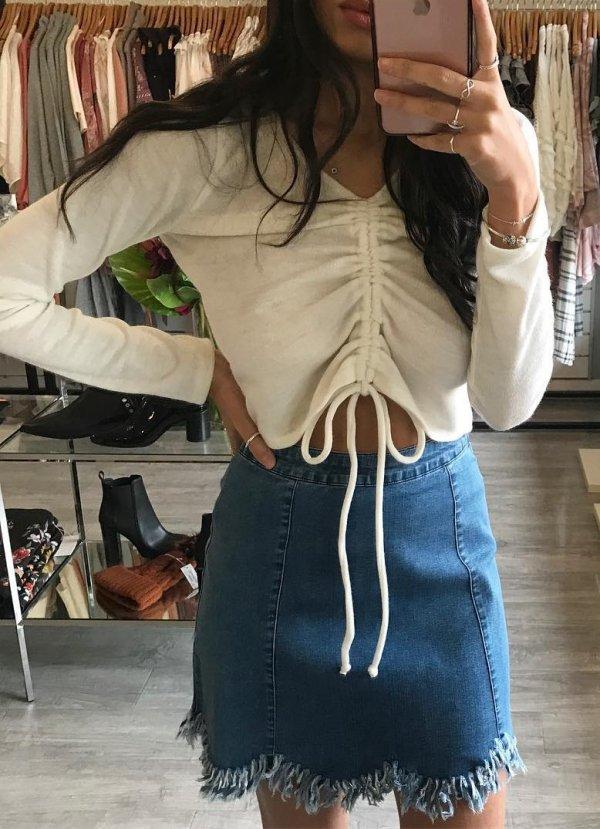 Eye-catching Top And Denim Skirt