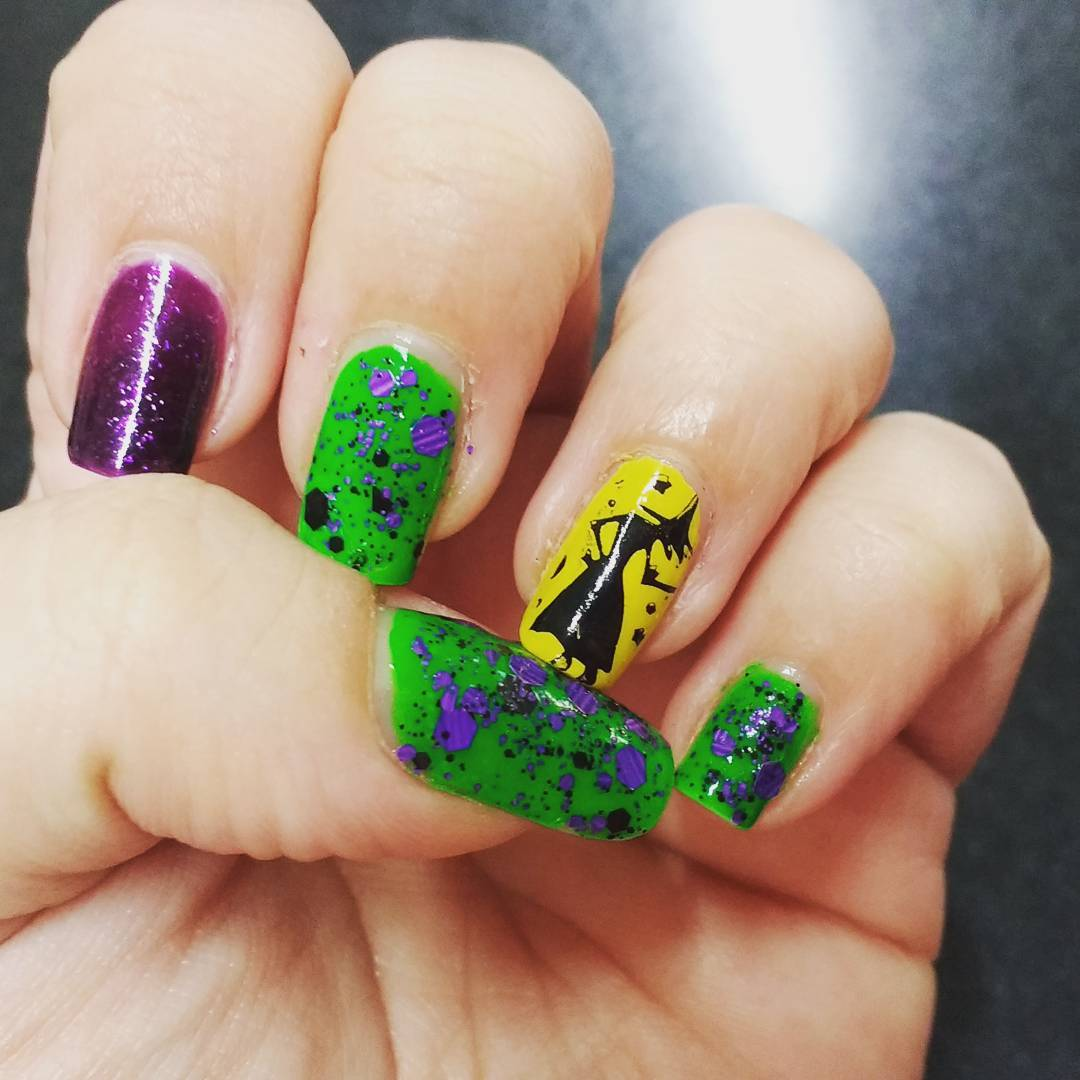 Fantastic Witch Manicure Halloween Nail Art Ideas