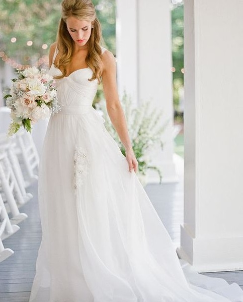 Fashionable Wedding Gown For Elegant Look