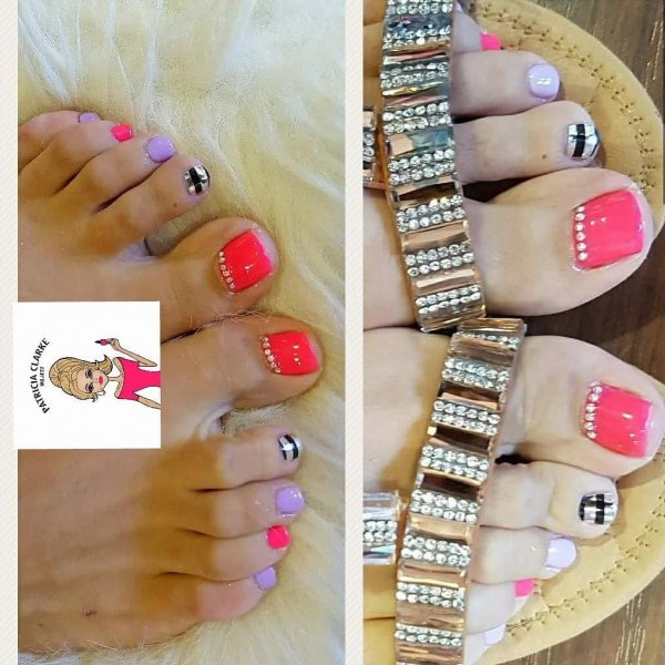 Funny Toes Nail Art For Pool Party