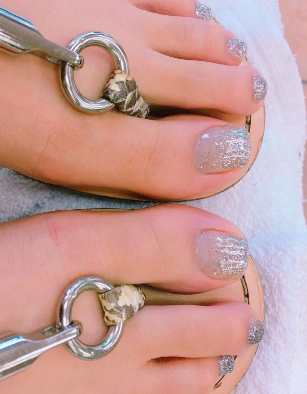 Get Ready For Summer Party With This Cute Silver Nails