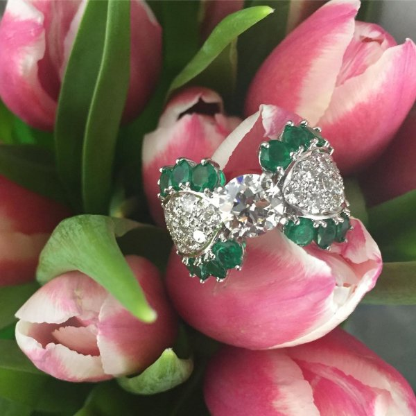 Glamorous European Cut Diamond And Emerald Ring Set In Center