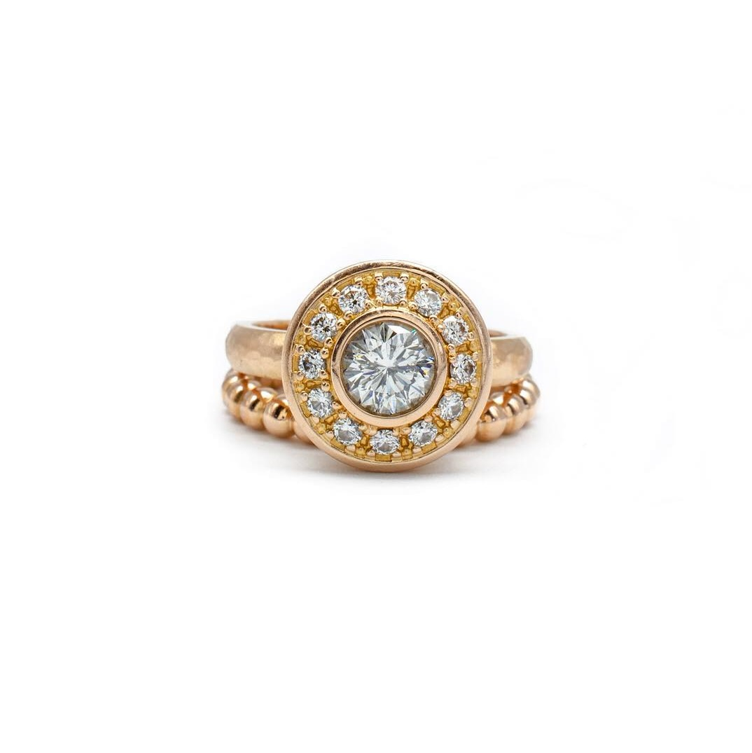 Gorgeous Diamond Ring In Gold