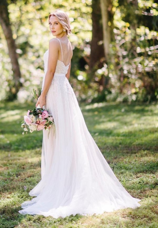 Graceful Gown Is Perfect For Summer Wedding