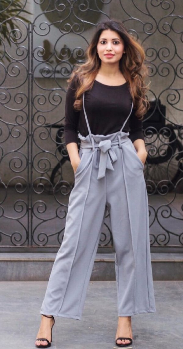 Gray Wide Leg Pant, Black Top And High Heels Perfect Summer Street Style