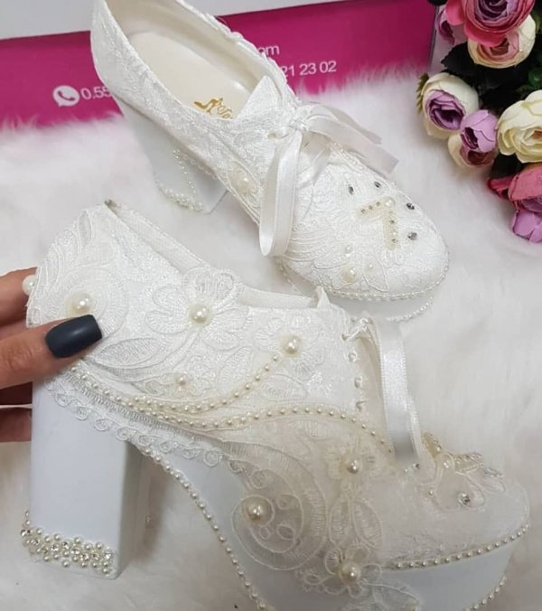 Impressive Lace Bridal Shoes With Pearls
