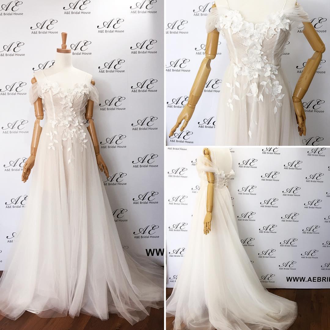 Leaf Bodice Off-Shoulder Lace Wedding Gown