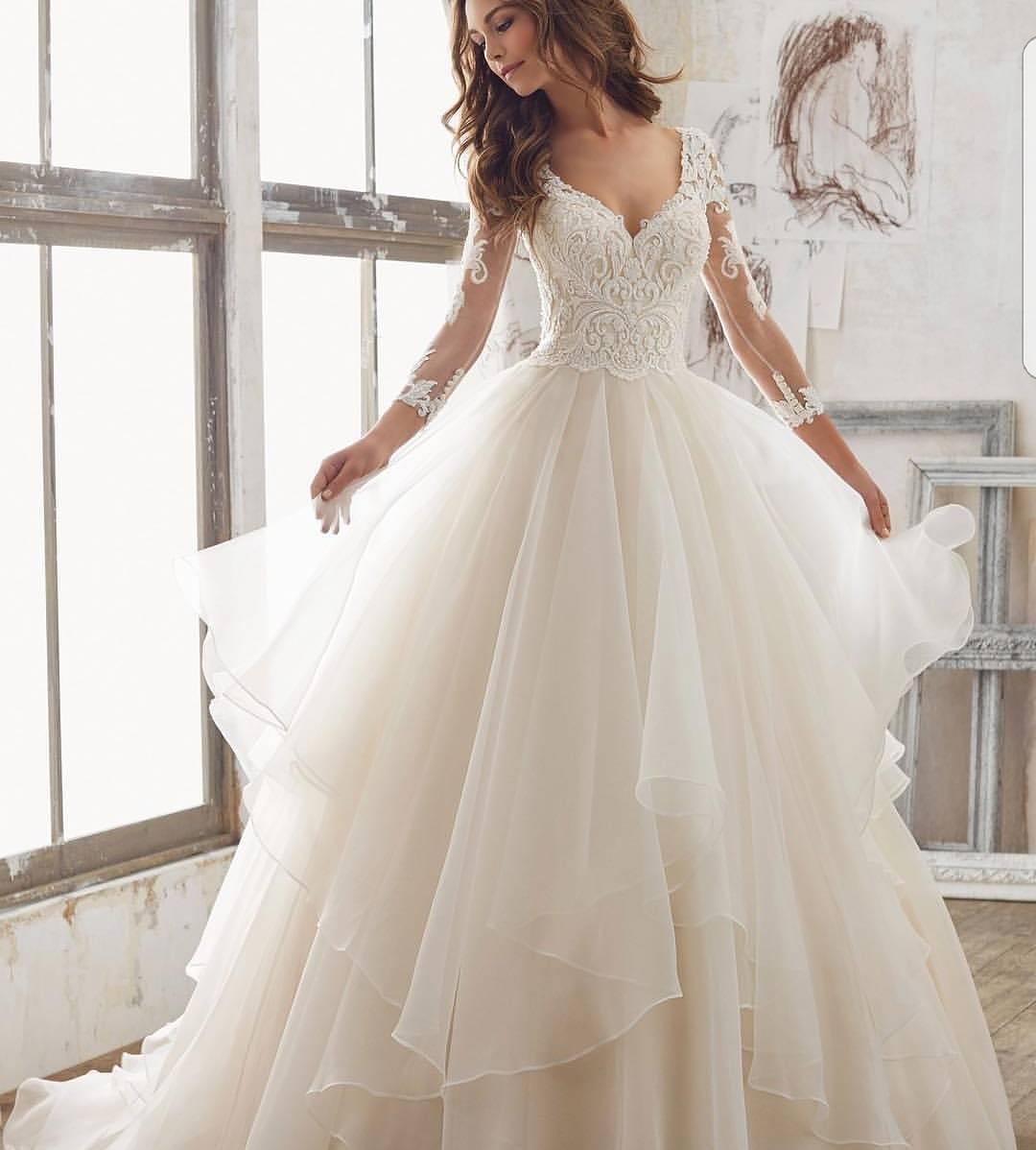 Modish Fluffy Wedding Gown