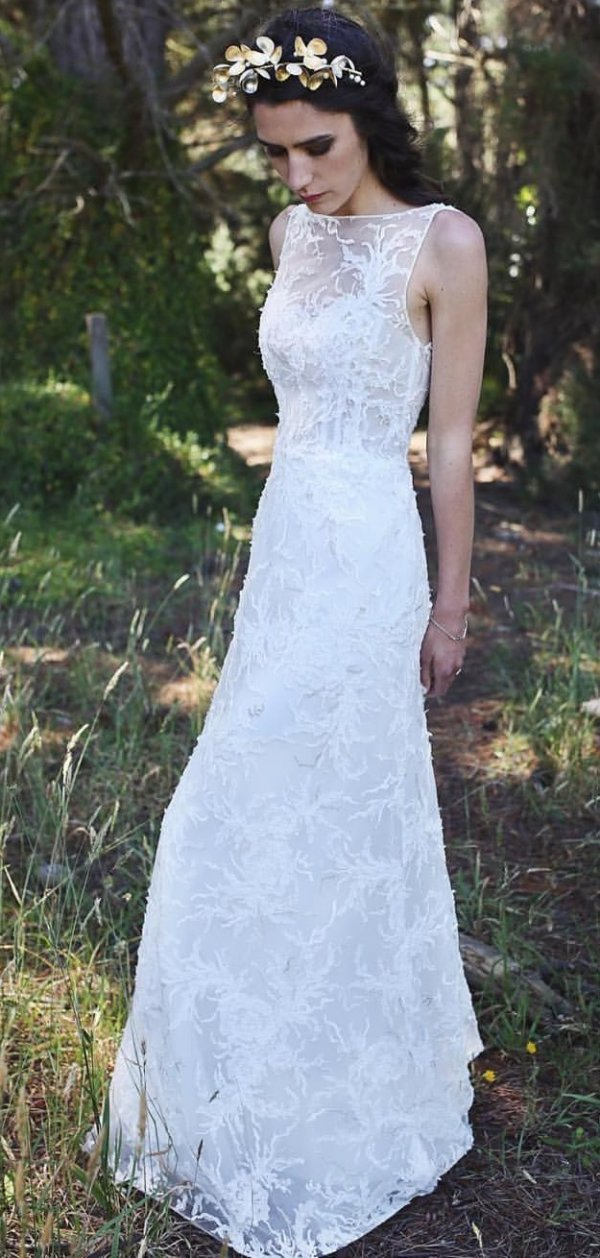 Nature Inspired Sleek Wedding Outfit In White