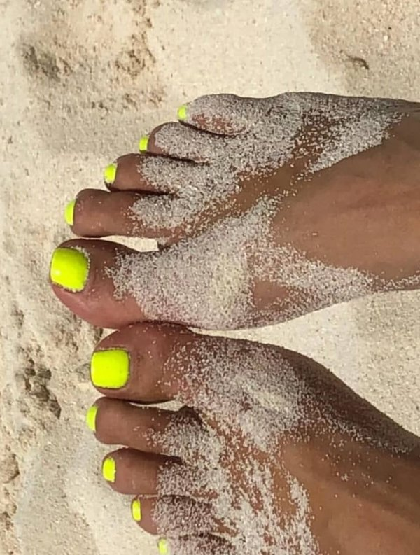 Neon Pedicure For Beach Party