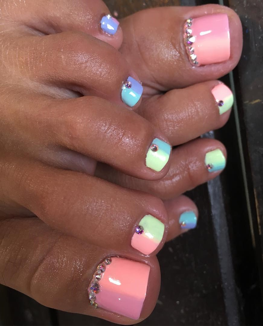 Pastel Color Sequined Nail Art For Toes