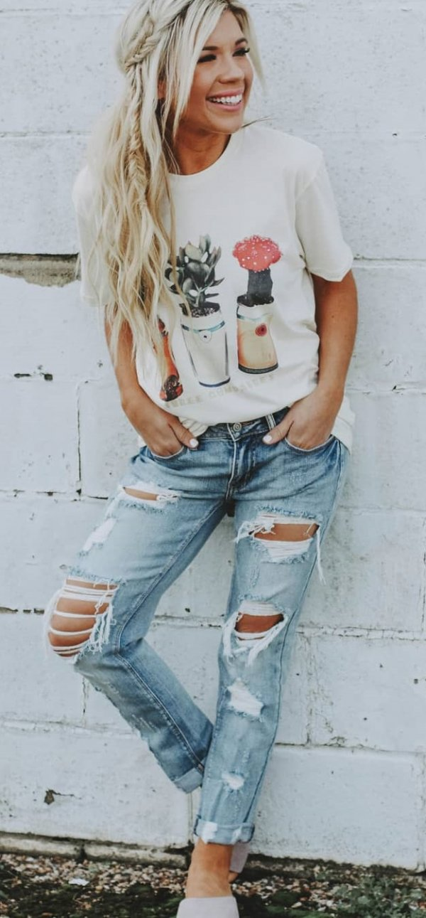 Rocking plant Print T-Shirt And Distressed Jeans