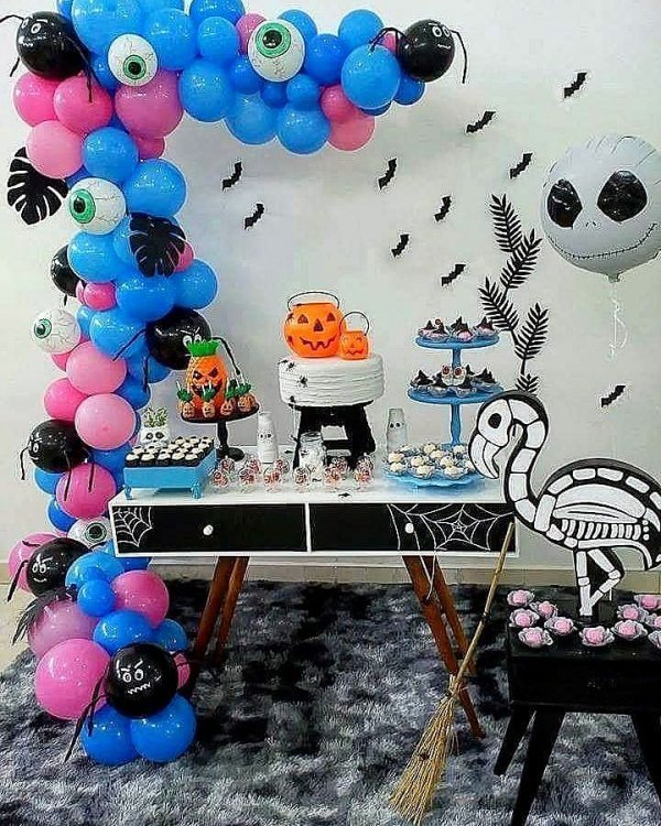 Special Decor Of Balloons For Halloween With Bat, Spider, Ghost, Pumpkin And Alien