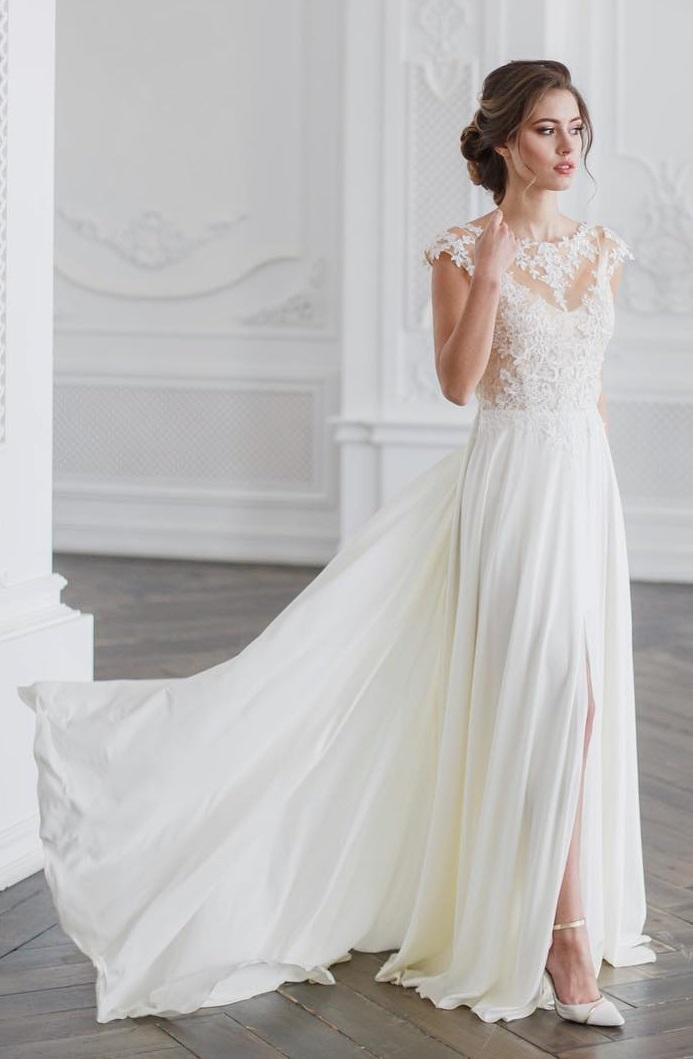 Wonderful Designer Wedding Gown Of Silk Fabric
