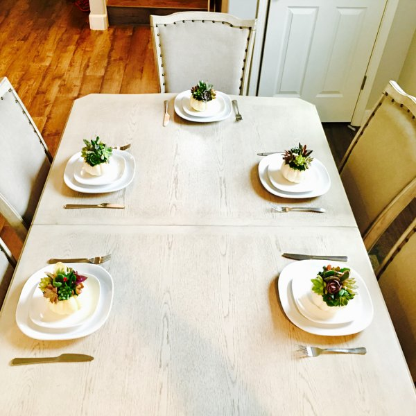 Alluring succulent love for table decor