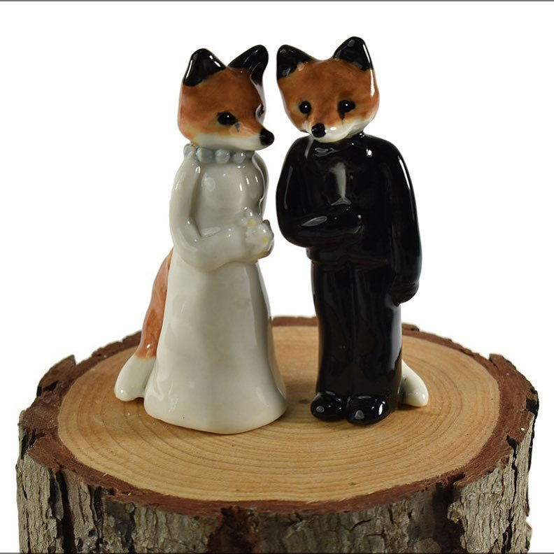 Awesome Mr & Mrs Fox wedding cake topper