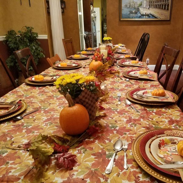 Elegant table decor for thanksgiving lunch