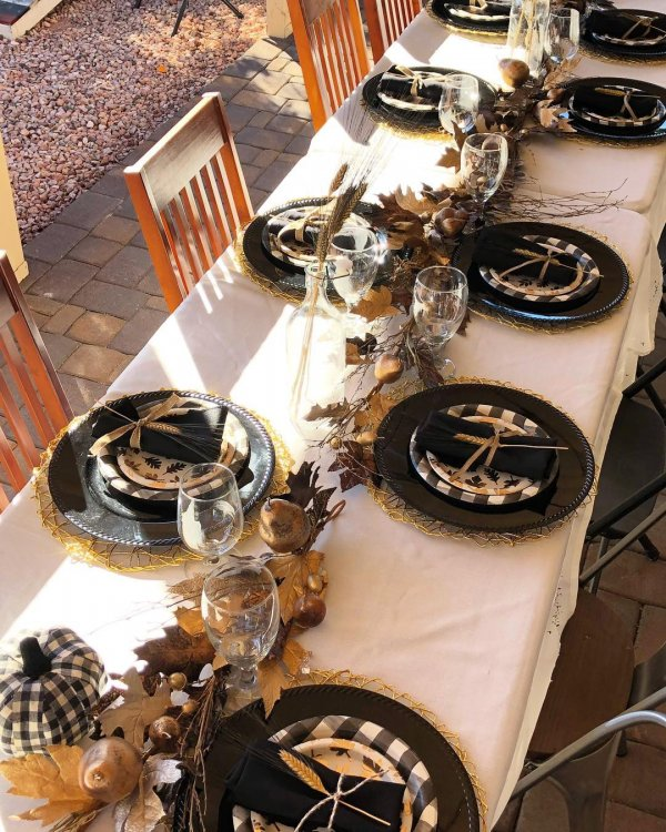Exclusive black, white and gold Rustic Thanksgiving Tablescape Ideas