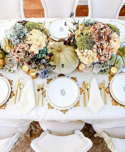 Eye Catching Pumpkin Centerpiece With flowers For Thanksgiving