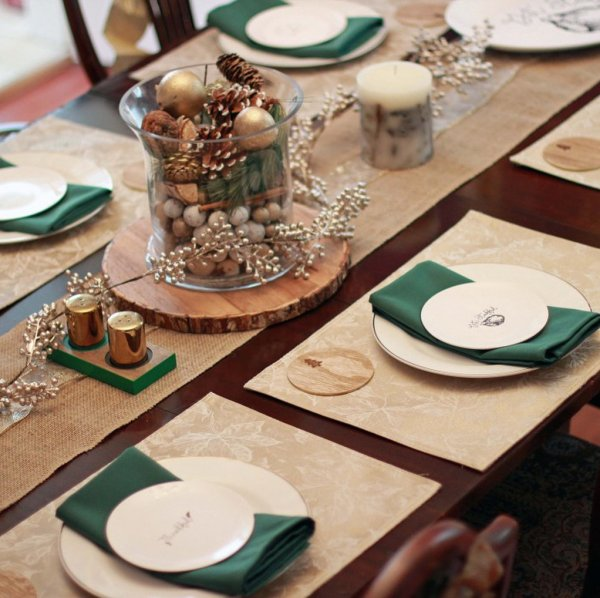 Gorgeous holiday table decor idea