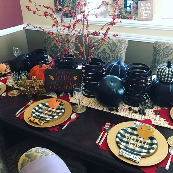 Graceful table decor with black pumpkin