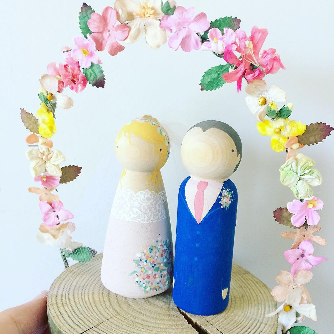 Graceful wedding cake topper with flower arc