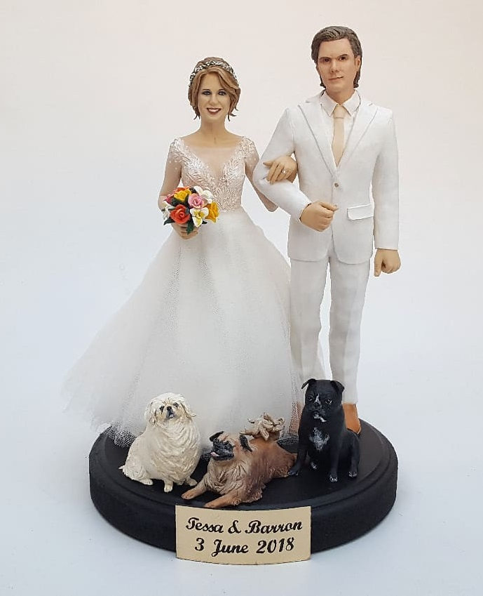 Incredible sculpture of couple for wedding cake topper
