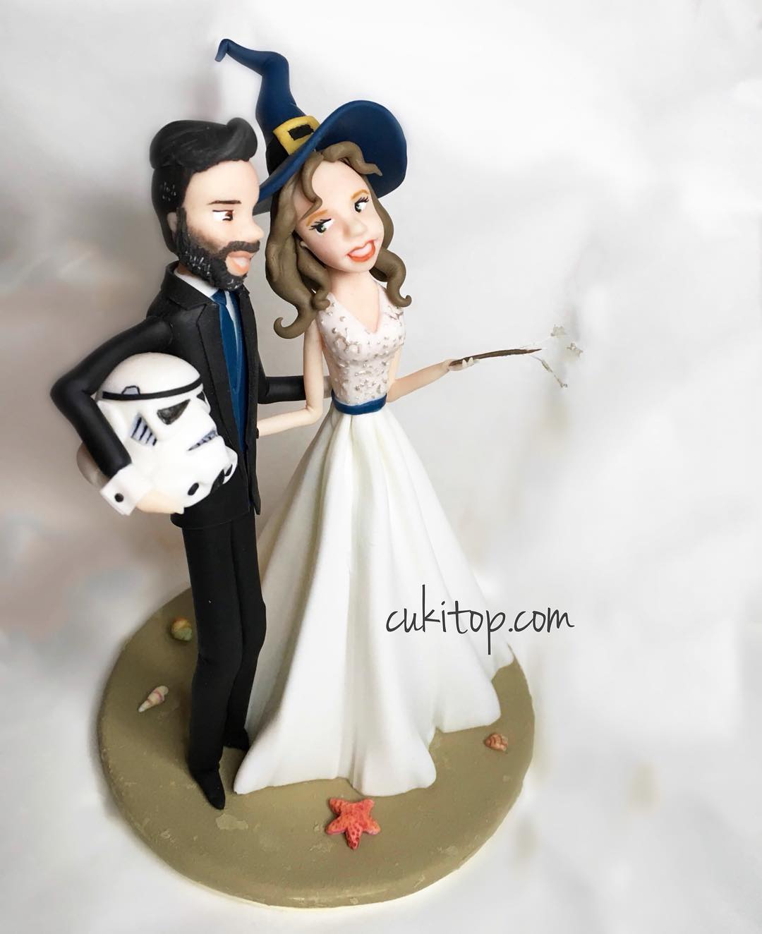 Innovative idea of wedding cake topper