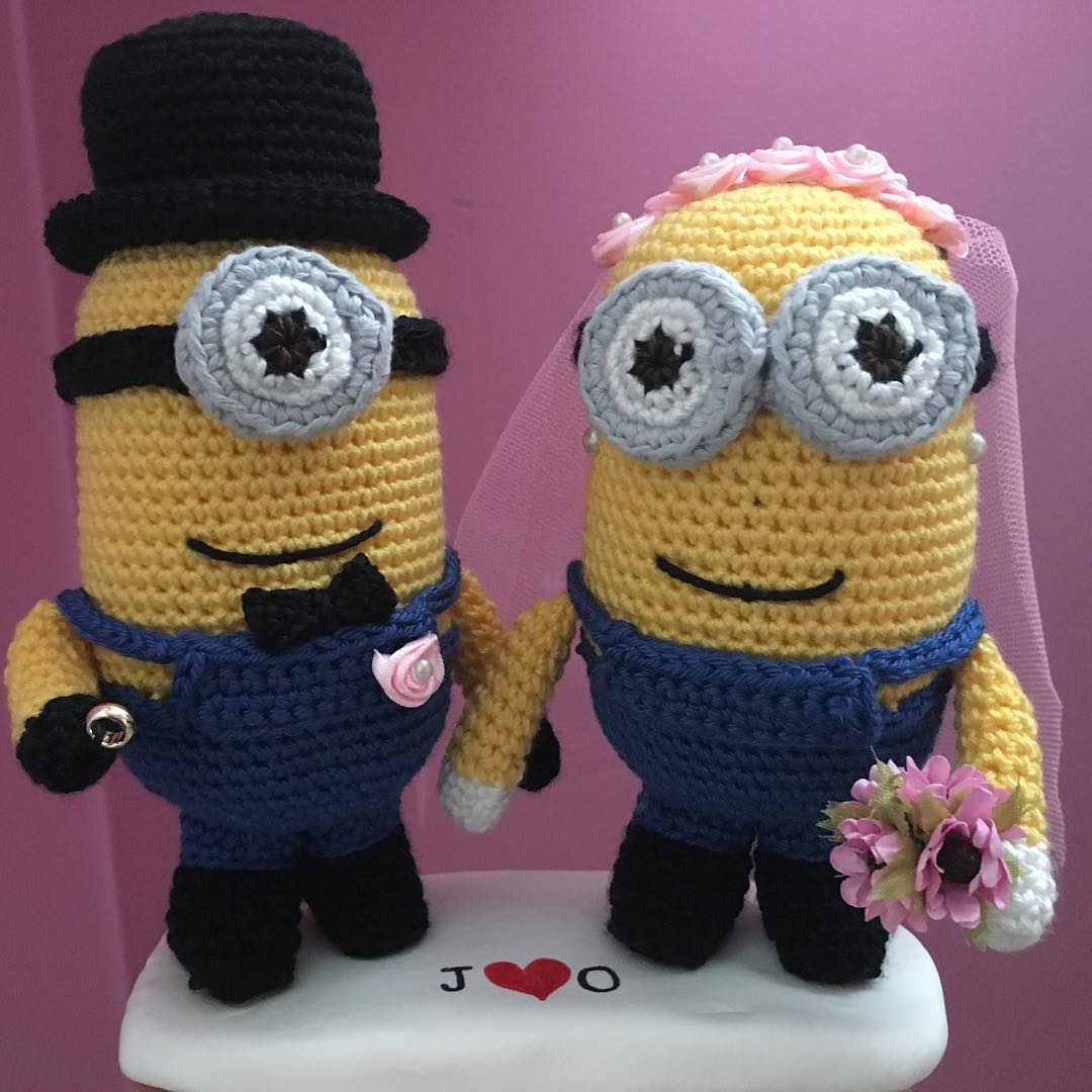 Minion wedding cake toppers