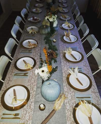 Simple and graceful Thanksgiving Dining Table With Minimal Decoration