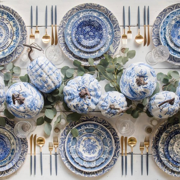 Stunning blue and white vintage style cutlery for thanksgiving dinning table