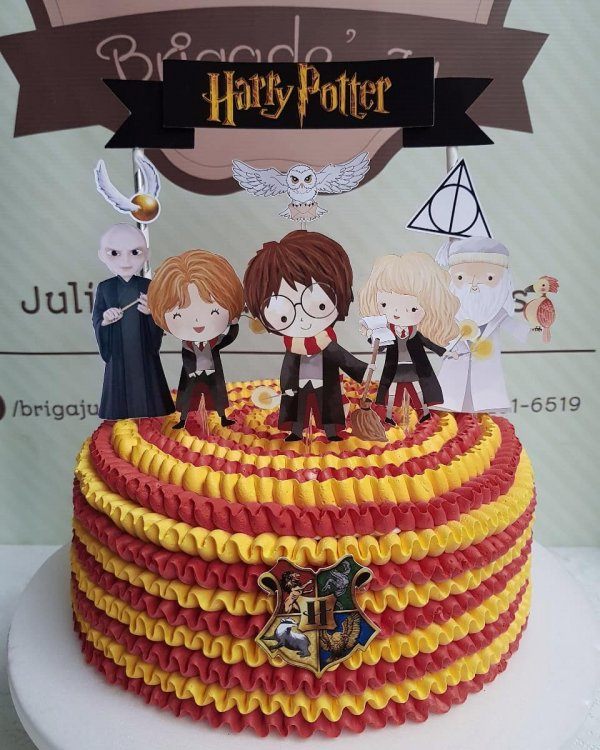 Awesome harry potter cake. Pick by brigadejuu