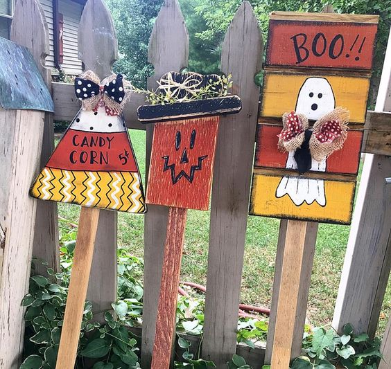 Backyard Decor with DIY Wooden Art.