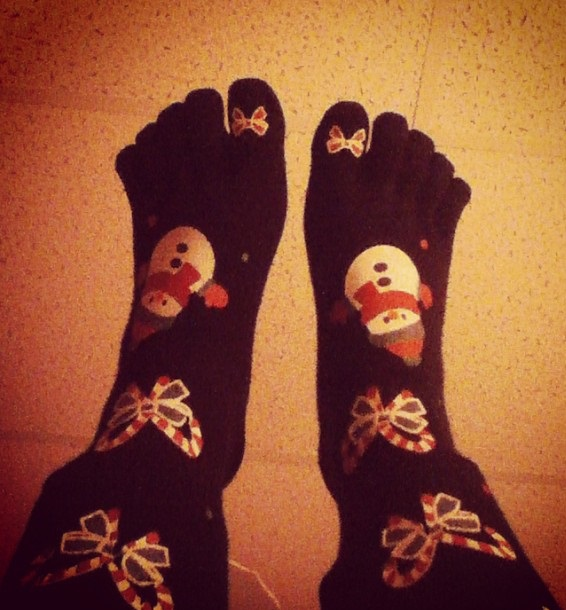 Beautiful black toesocks with bow and snowman. Pic by tay_lor92