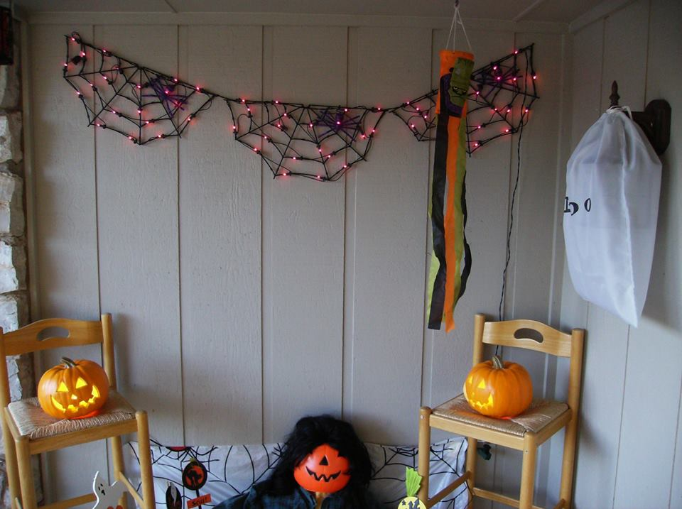 Beautifully Decorated Kids Room For Halloween.