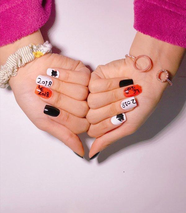 Black, white and orange graduation nails. Pic by ali_hunt699