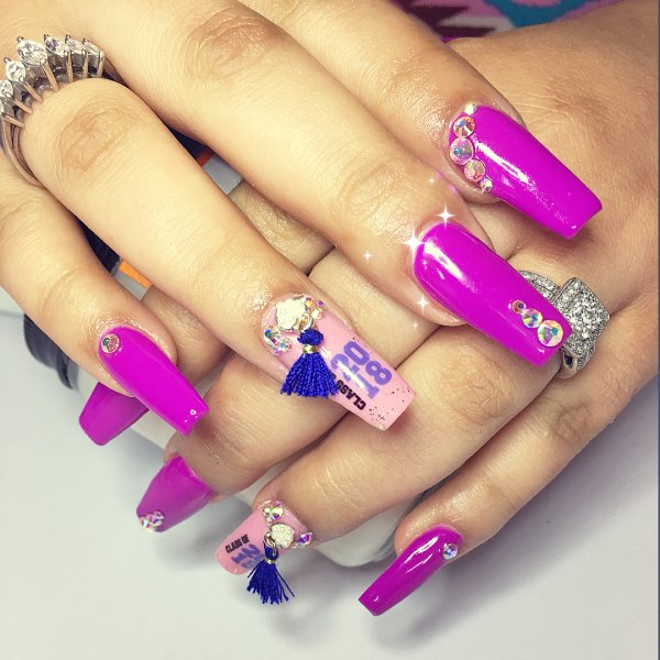 Bright pink graduation coffin nails. Pic by lola_anid