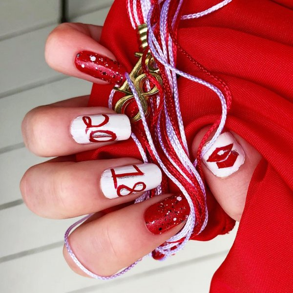 Charismatic red and white graduation nails. Pic by by.ange