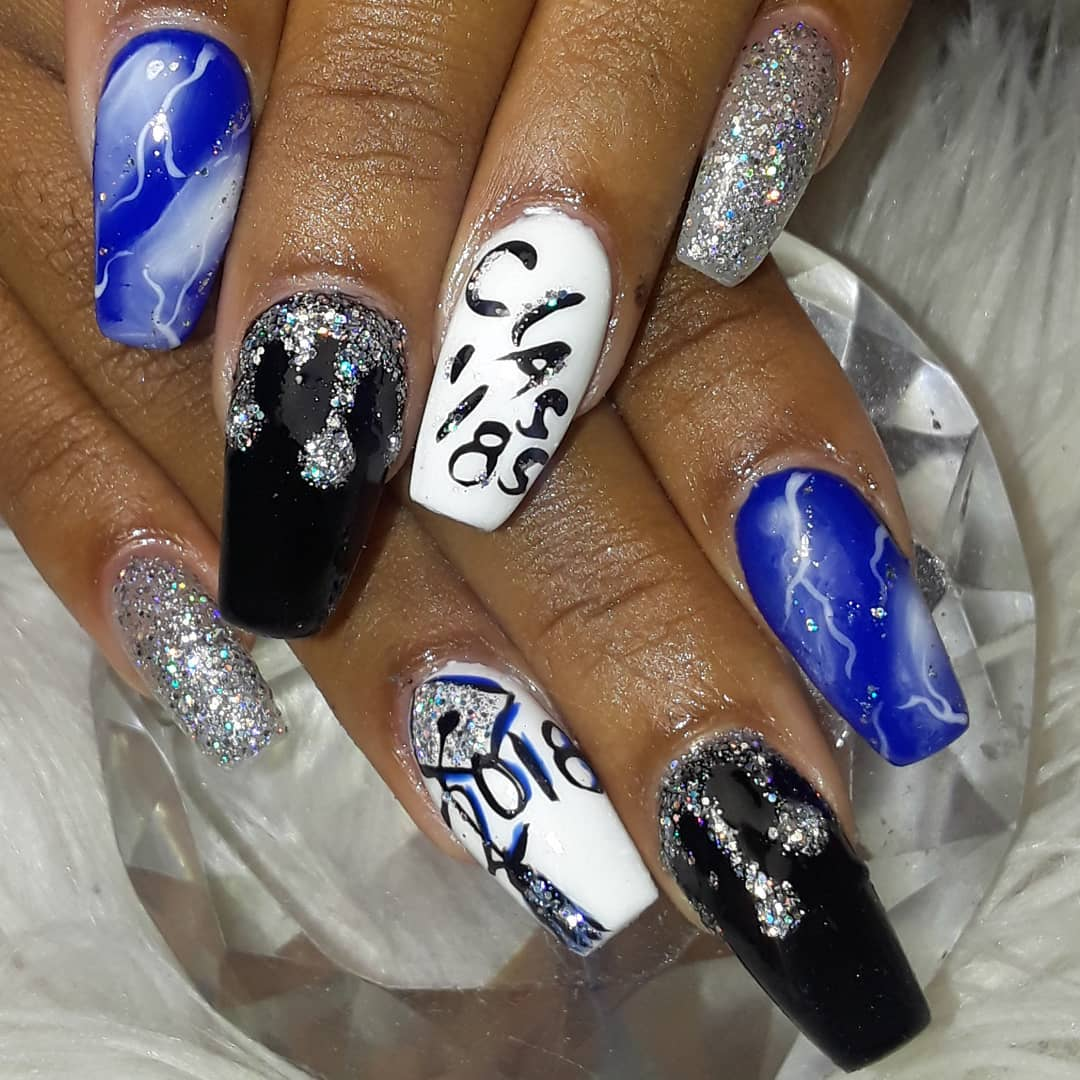 Chic marble graduation nails design. Pic by urway_nailzzz