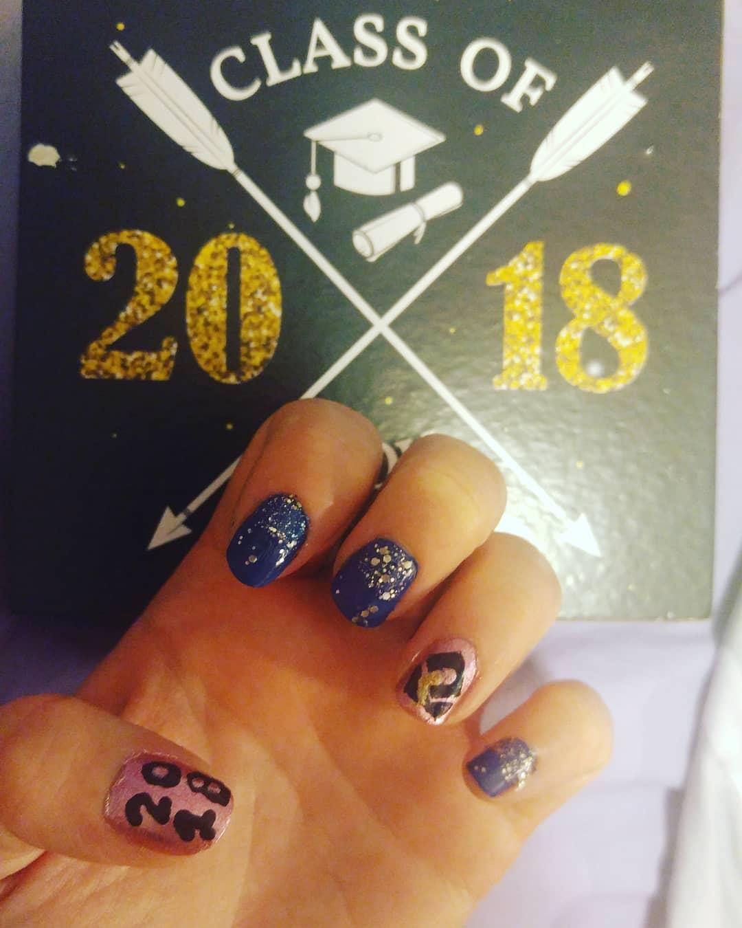 Dazzling graduation nails design. Pic by nailsbypayton044