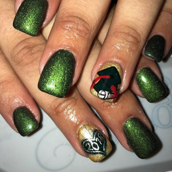 Deep green glitter nails. Pic by fairynails2013