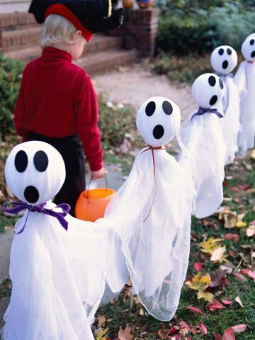 Fantastic DIY Ghostly Outdoor Decor For Halloween.