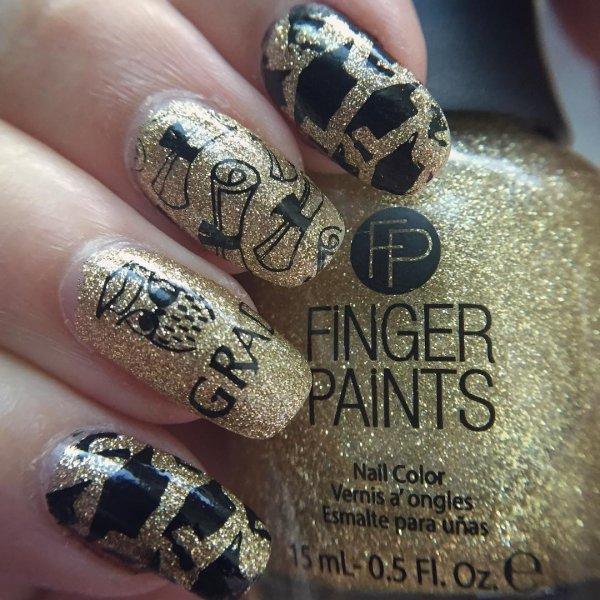 Gold glitter graduation nails. Pic by cassiethenailstamper