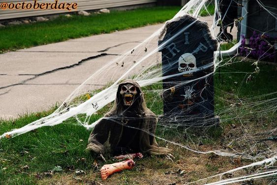 Great Way to Decorate Backyard for Halloween.