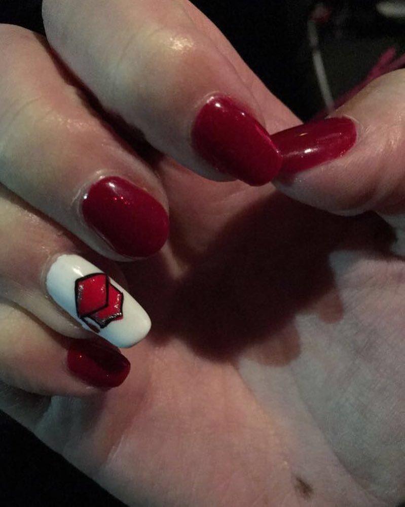 Maroon graduation nails. Pic by lexbite272